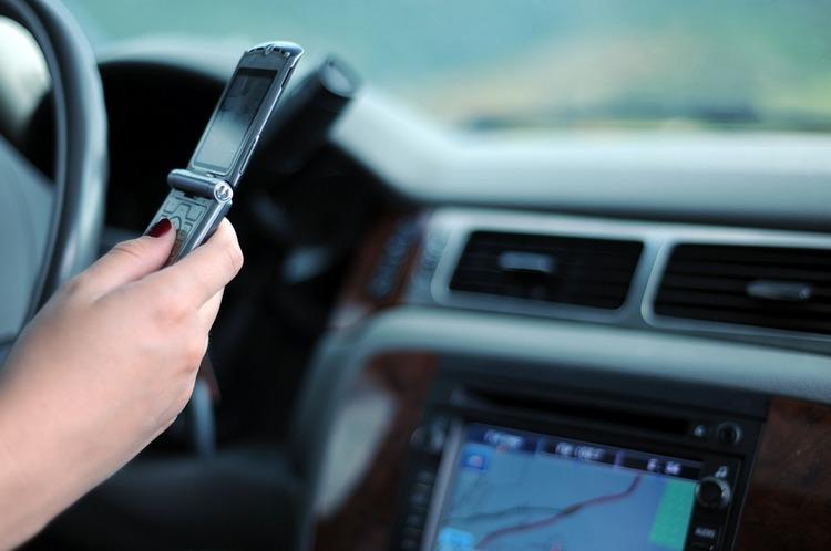 Zašto ne treba da kucate poruke u toku vožnje?