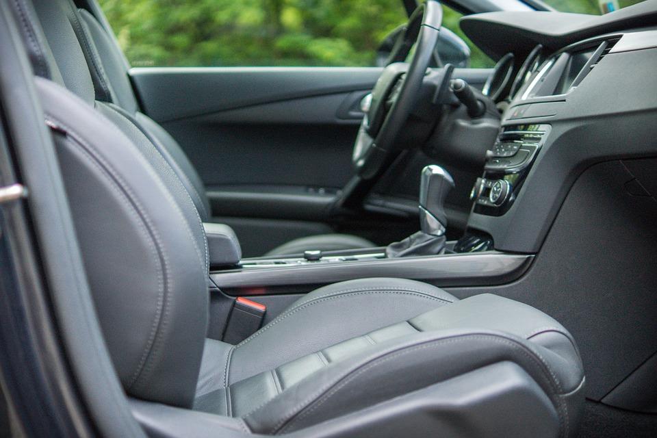 10 korisnih stvarčica koje će Vam olakašti vožnju automobila