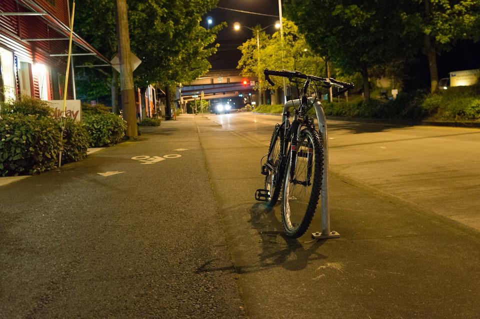 NOVI ZAKON: Fluoroscentni prsluci obavezni za bicikliste i motocikliste