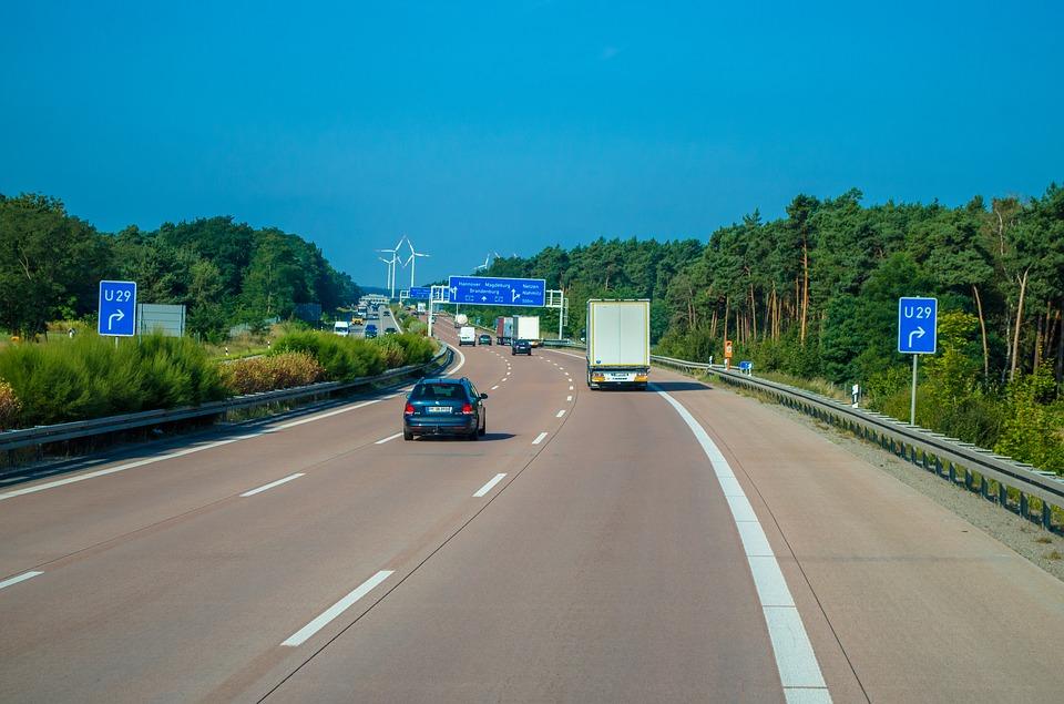 Da li koristite levu traku auto puta po propisima?