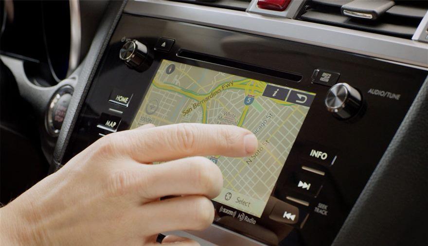 Koliko nam multimedijalni uređaj u kolima odvraća pažnju?
