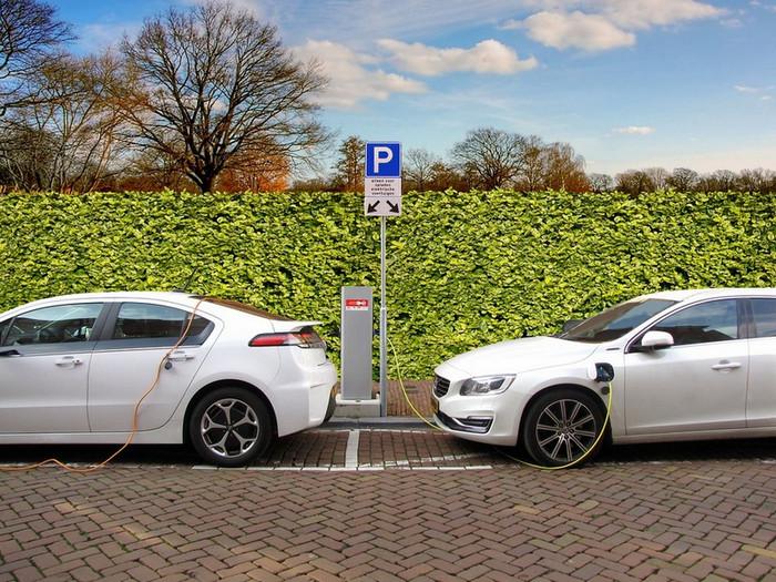 Automobili sa benzinskim i dizel motorima od 2030. postaju istorija