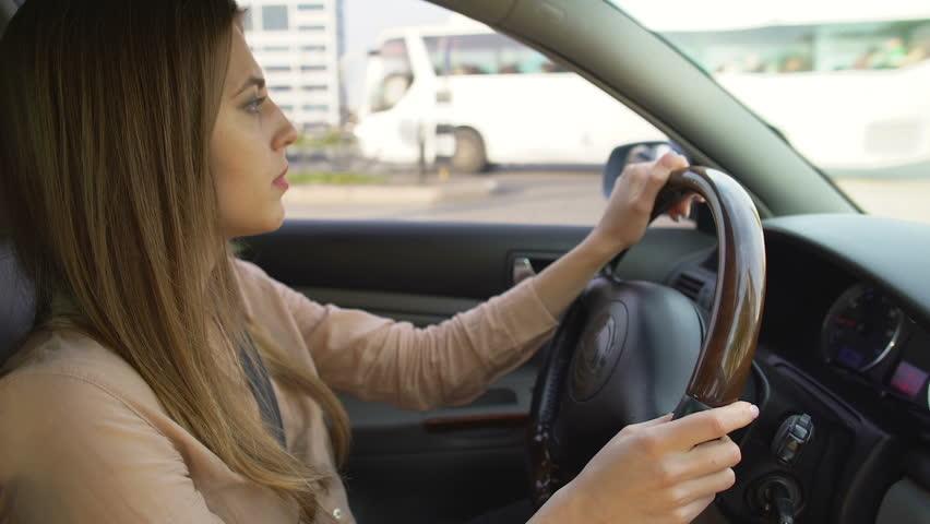 U Srbiji samo 35 odsto žena ima položen vozački ispit